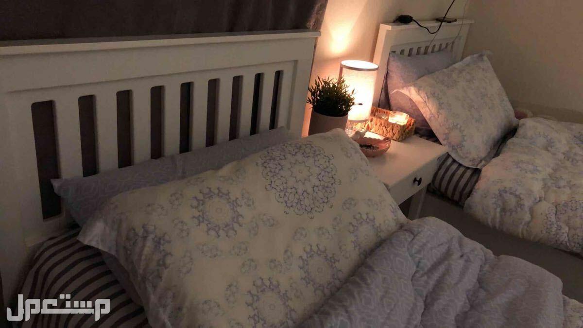 سريرين خشب مع كومدينا