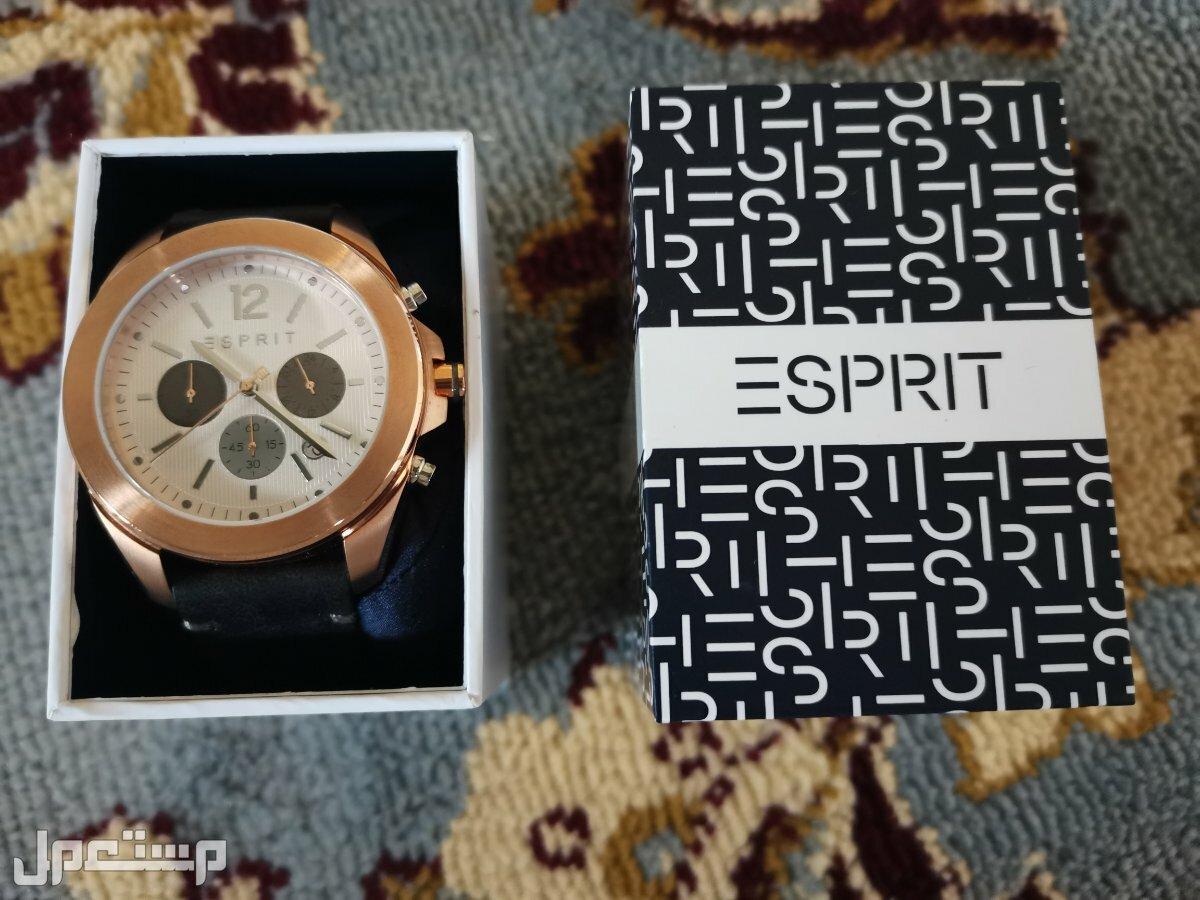 ساعة يد مميزة جميلة ولم تستخدم