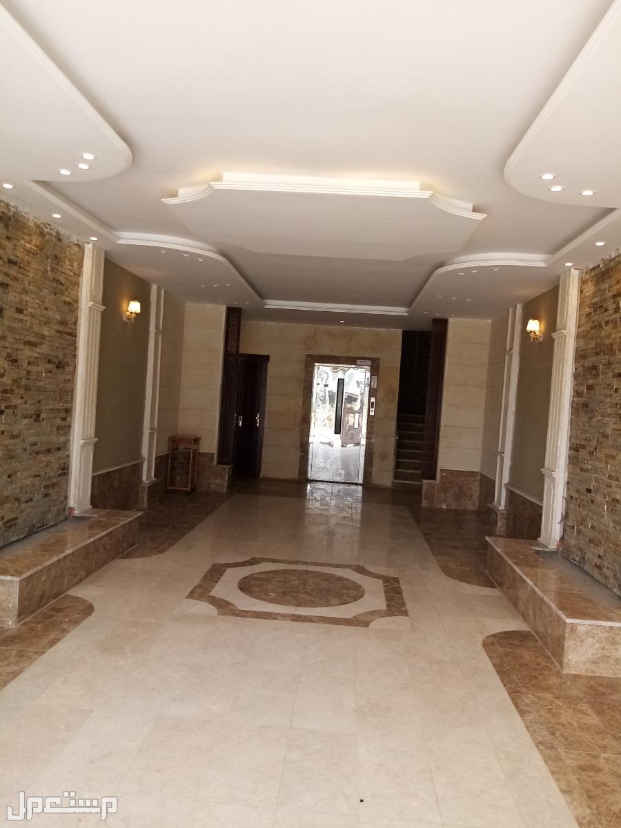 خمس غرف بمدخلين علا شارعين من المالك مباشر