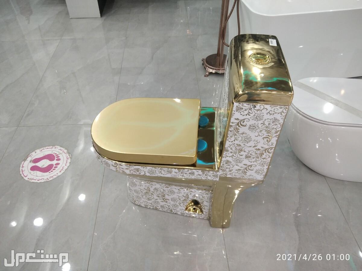 فني كهرباء وسباكه كرسي افرنجي ذهبي