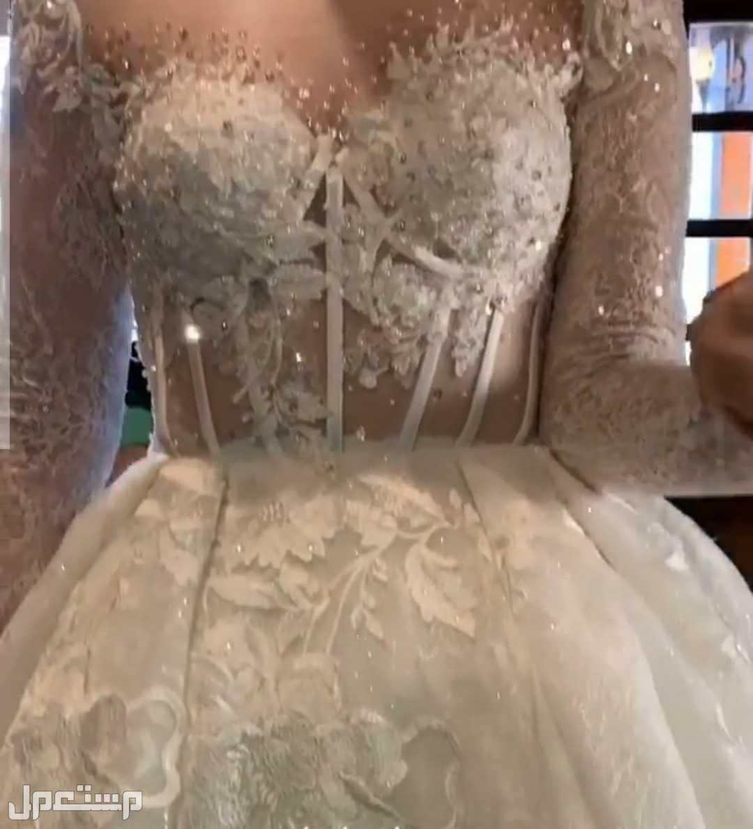 فستان زفاف روووعه بكل ملحقاته