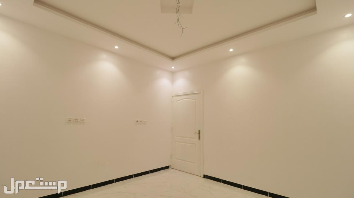 شقه 4 غرف سوبر لوكس للبيع من المالك ساكن اول