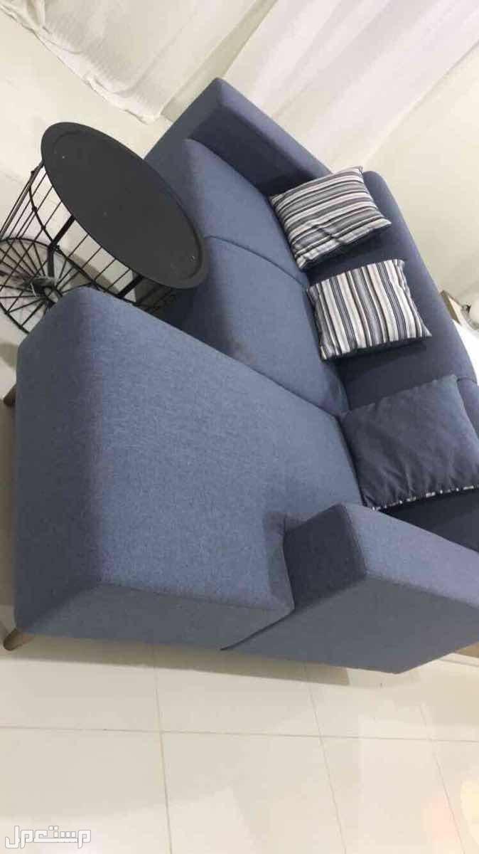 غرفة نوم مكتبة تلفزيون كنب مع طاولتها
