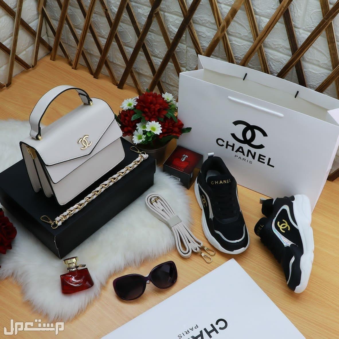 شنط وشوزات نسائية ماركة شانيل مع نظارة وعطر
