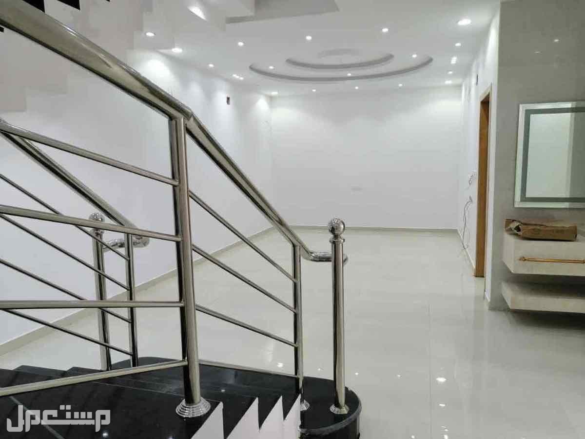 9 فلل غرب الرياض - حي طويق