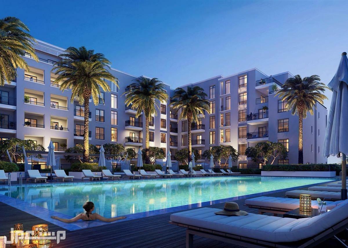 تملك الان شقة غرفتين وصالة مباشرة على البحر فى الشارقة