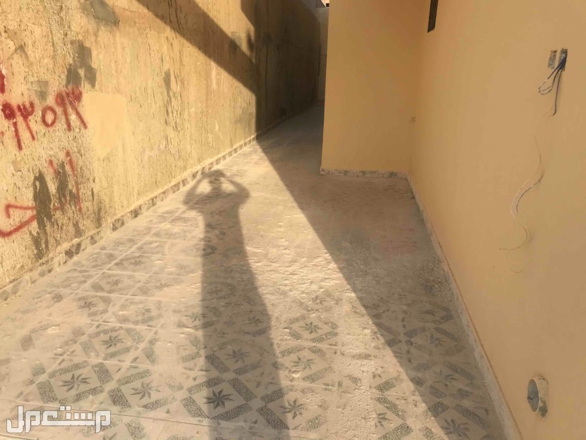 للبيع فلل دبلكسات متلاصقه م240 جديده بحي العزيزية (الرياض)