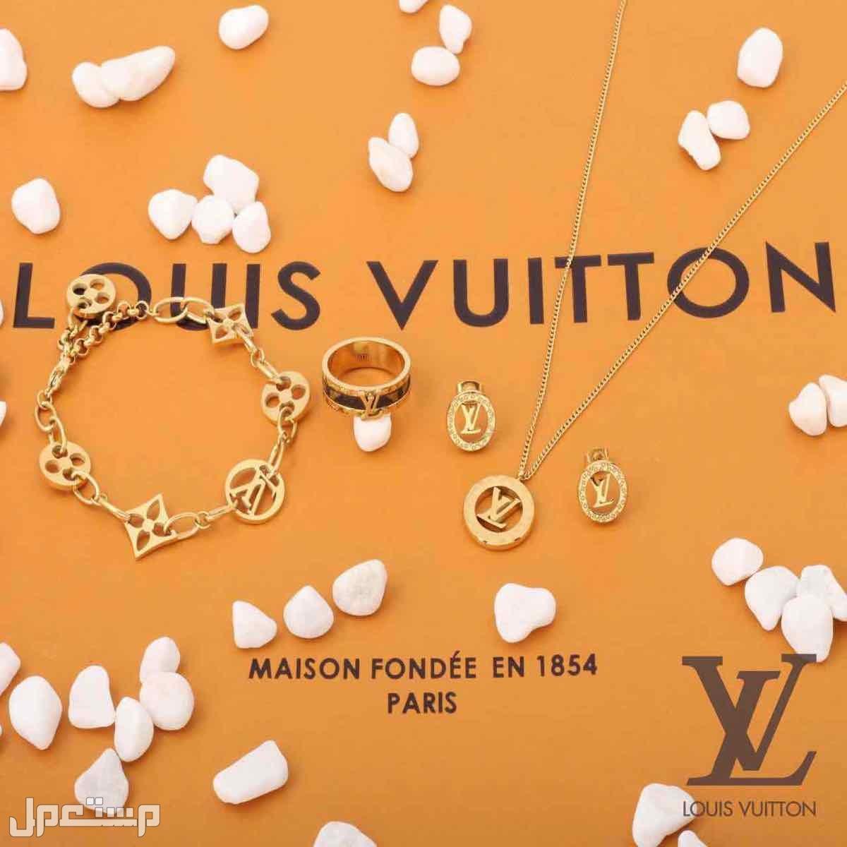 طقم اكسسوار نسائي  ماركات لويس فيتون فان كليف