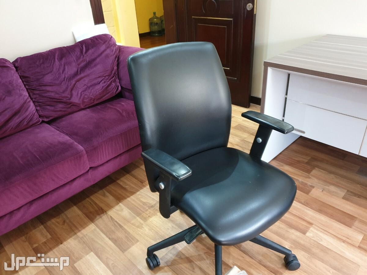 مكتب مع دولاب و سكيرتاريا و كرسي و كومود للبيع