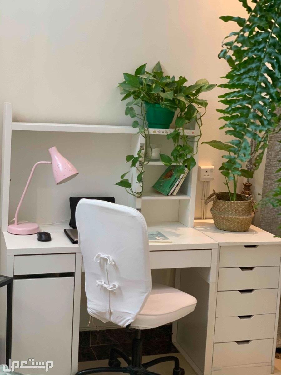 مكتب متكامل من ايكيا + درج تخزين اضافي + كرسي مكتب من ايكيا + مع اضاءة مكتب