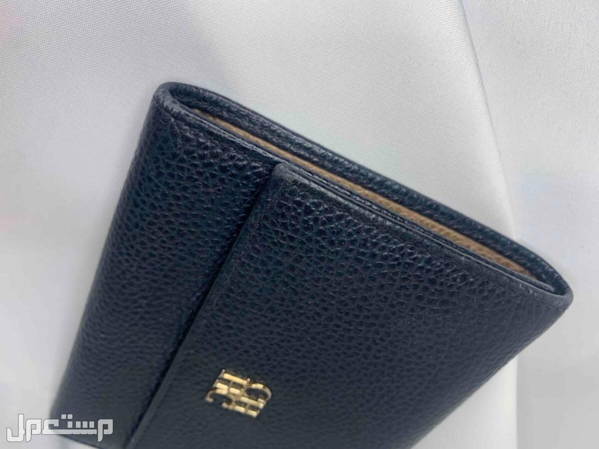 محفظة مستعملة ماركة (كارولينا هريرا)