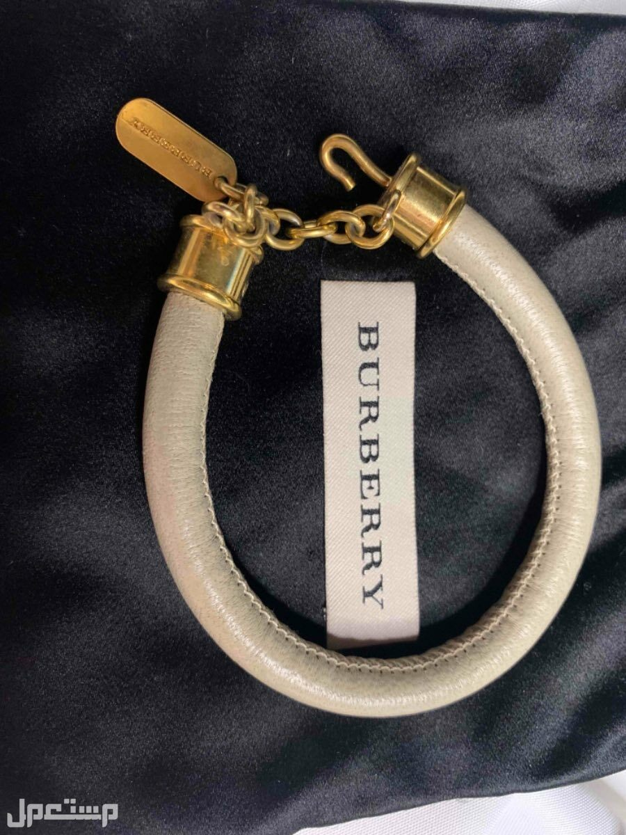اسوارة مستعملة من ماركة (بيربري -BURBERRY )