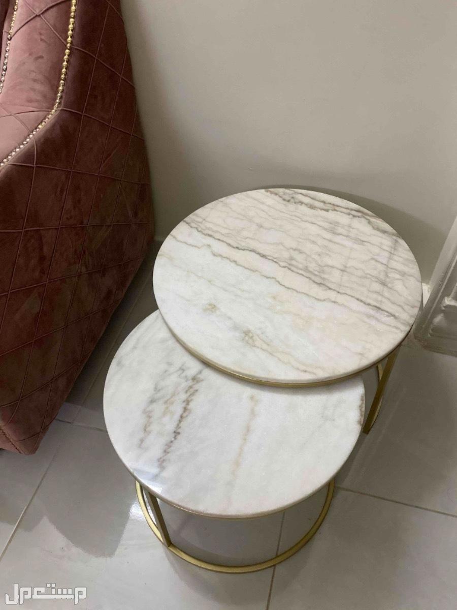 بيع طاوله رخام من قطعتين شريتها ب 1200 اتمنى يجي احد يشتريها ب 800 او 700
