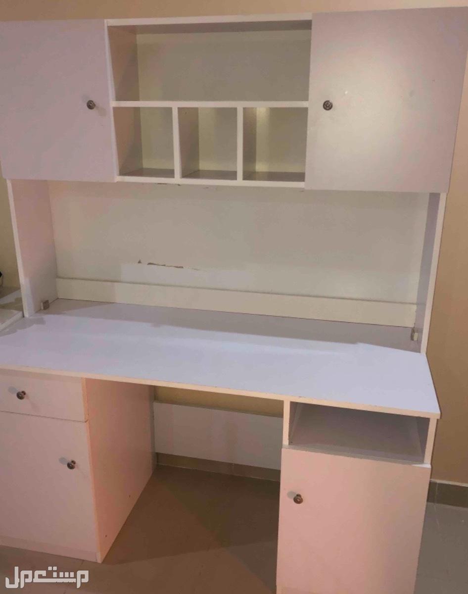 طاولة مكتب بأدراج  بـ 300 ﷼
