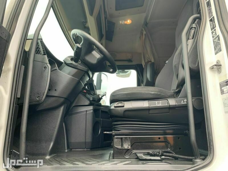 شاحنة مرسيدس 1845 mb4  موديل 2013 نظيفة جدا في جدة حاليا