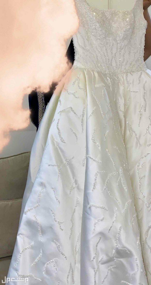 فستان زواج مع ملحقاته