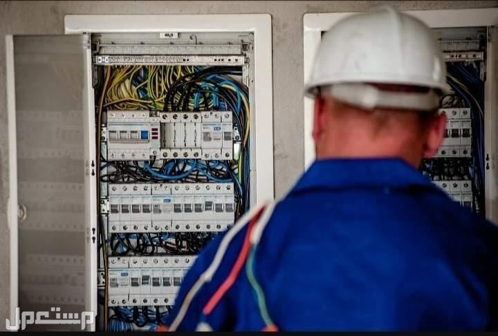 فني كهربائي وصيانة الأجهزة الكهربائية وكشف كبلات