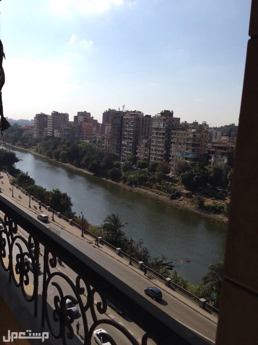 للبيع بالمنيل شقه 230 متر  تطل علي النيل