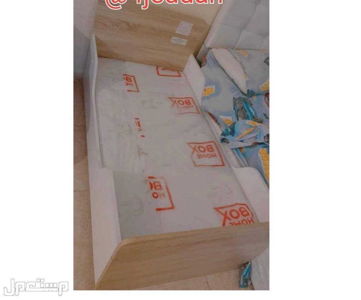 سرير اطفال من هوم بوكس مع مرتبه نظيف