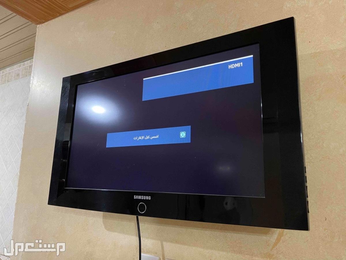 تلفزيون سامسونج مع حامل جداري