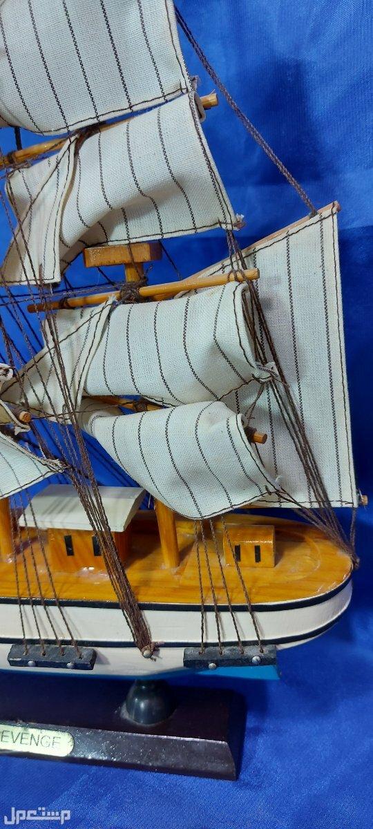 مجسم قارب شراعي (البوم) من الخشب