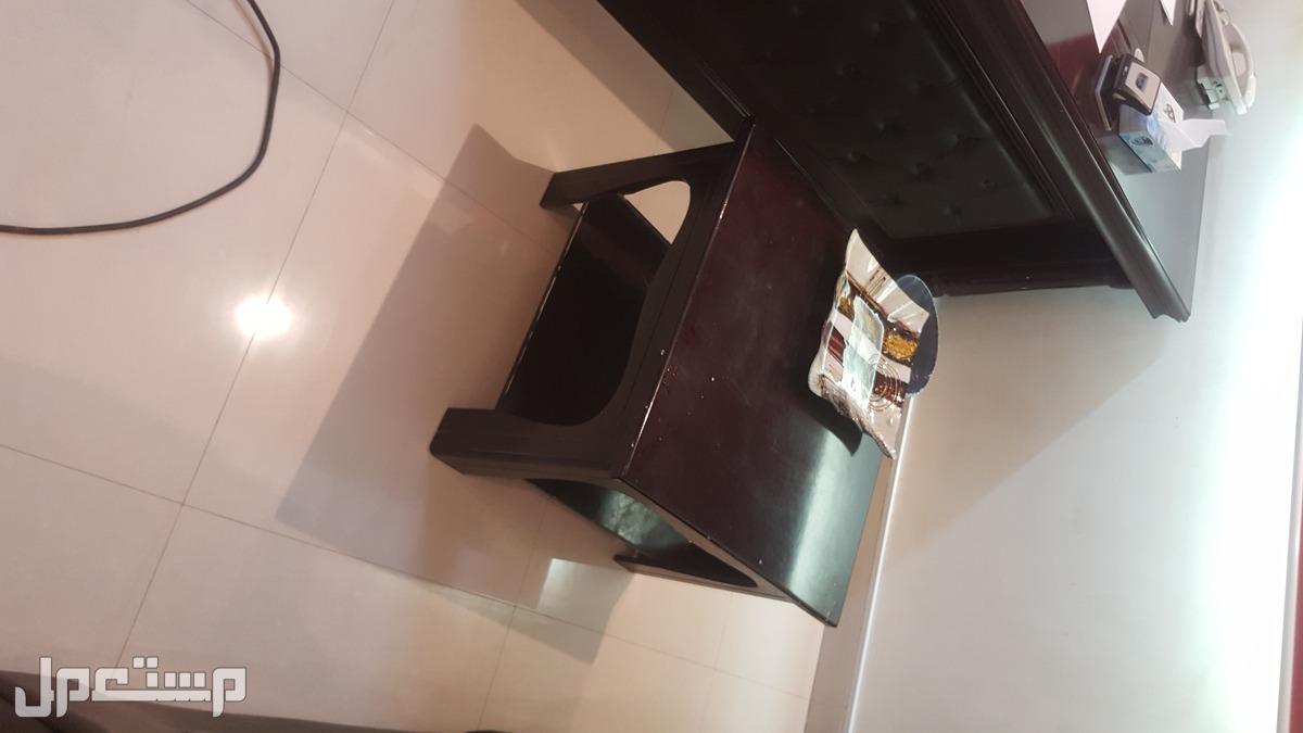 للبيع طاولات مكتبية وكراسي مكتبية