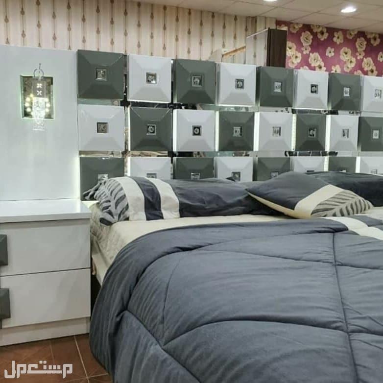غرف نوم كلاسيك مودرن مع إضاءة وتصميم راقي تتميز بالاناقة مع مرتبه هدية