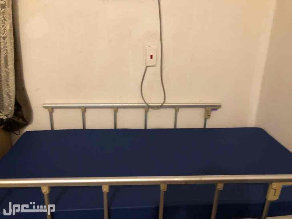 سرير كهربائي للبيع استعمال سنة جدا نظيف مافيه اي خلال