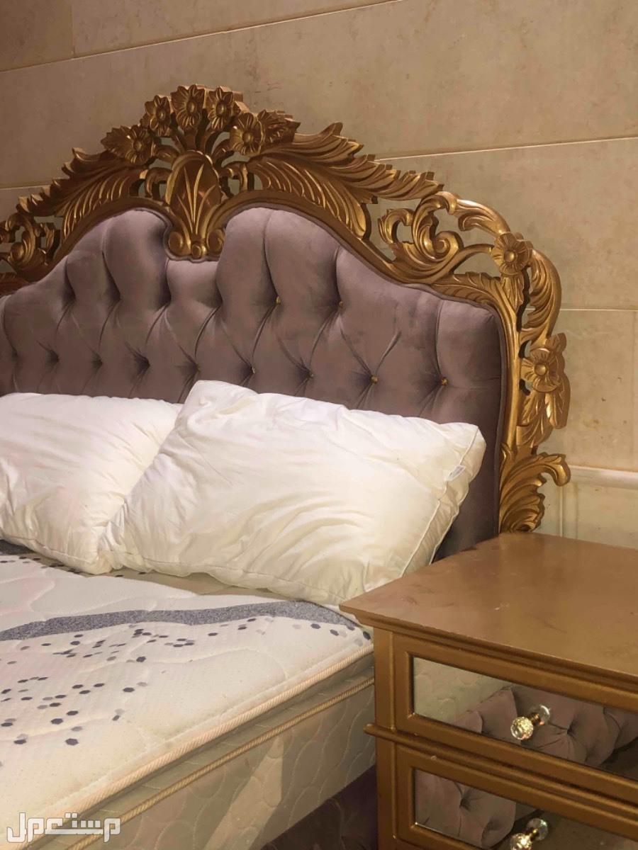 سرير + مرتبه+ اثنين كوميدينه للبيع