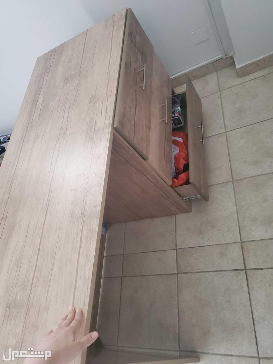 مكتب  خشب ب 3ادراج لون خشبي كريمي 3ادراج عريضه للمكتب