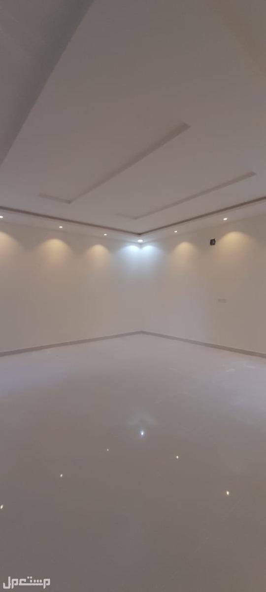 للبيع دبلكس درج صاله مساحة 300م في حى العزيزية السعر 950 الف