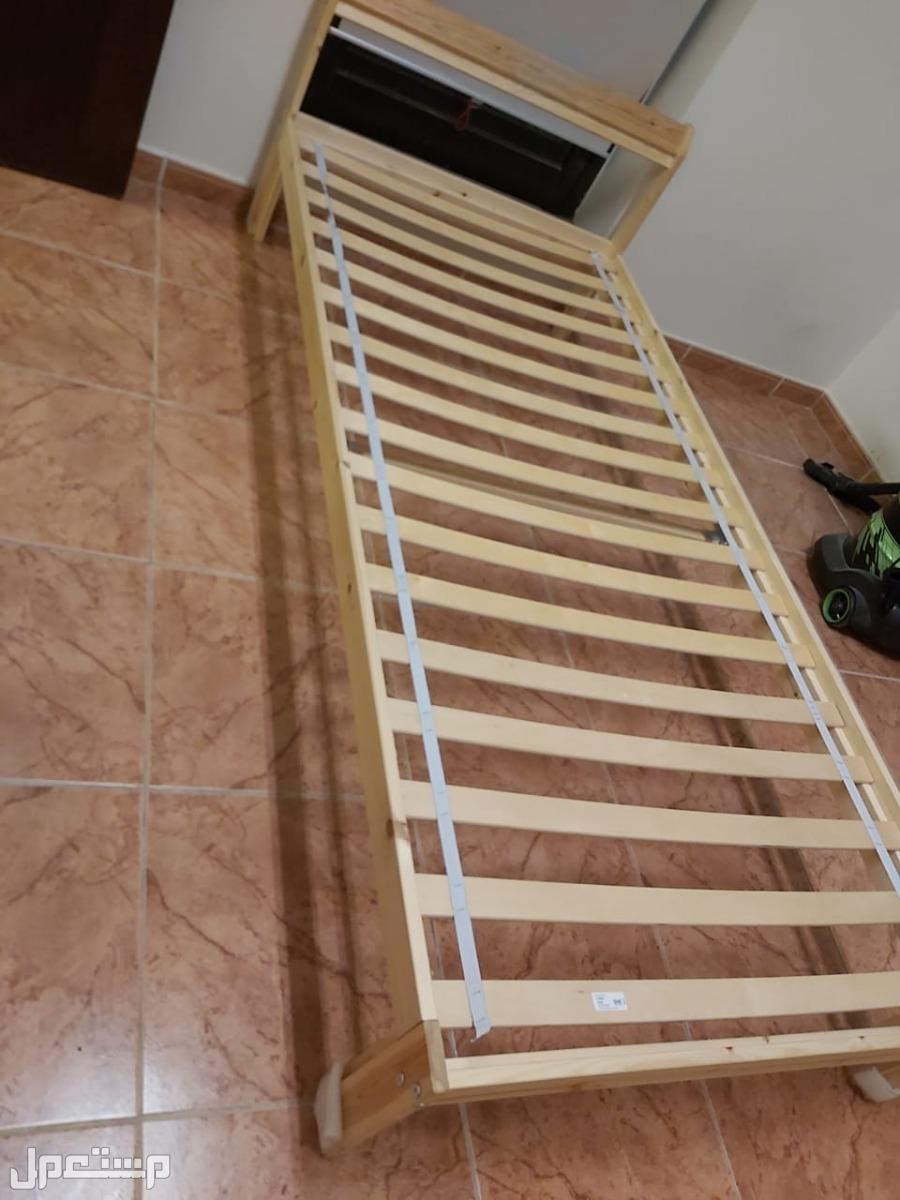سرير من ايكيا للبيع مستعمل شهر ين