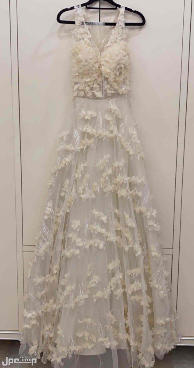فستان شبكة، او فستان طلة عروس، او فستان أخت عروس
