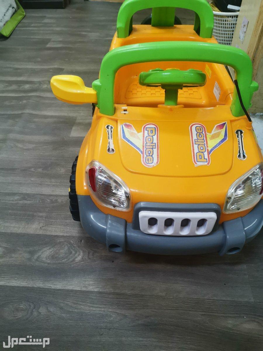 سيارة اطفال لعبه بالشاحن وريموت تحكم والبطارية