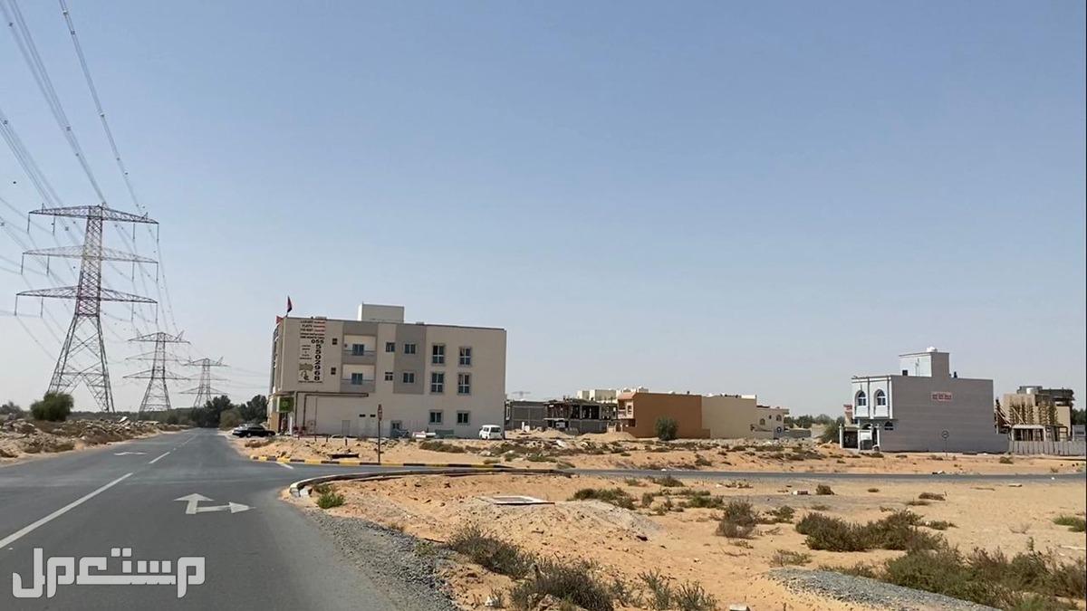 أرض تجارية كبيرة على شارع الزبير مباشرة بحي الياسمين بعجمان
