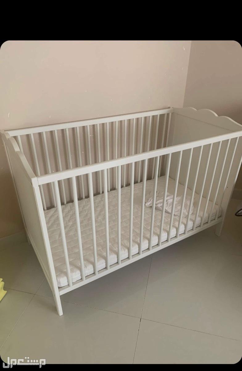 سرير (مهد) مع مرتبه ودولاب اطفال