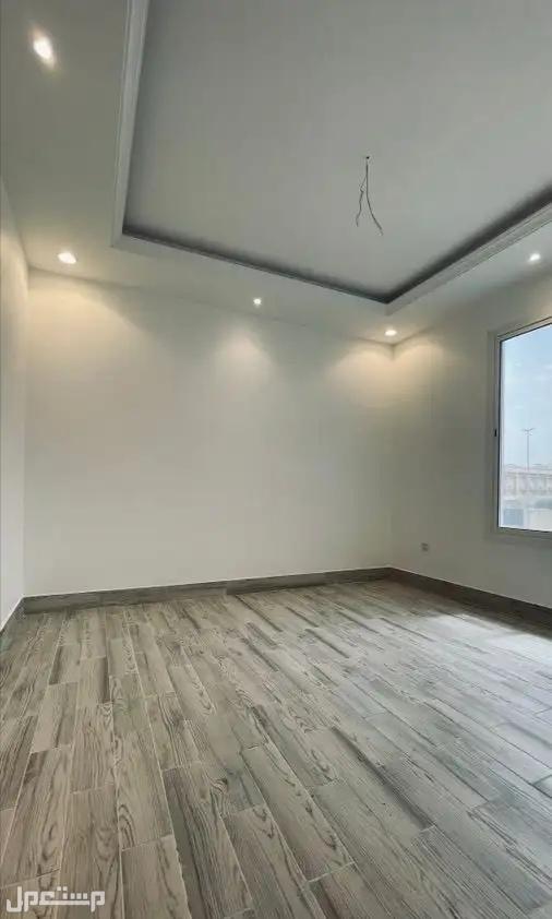 للبيع شقه جديده بحي الصفا 7غرف 260م