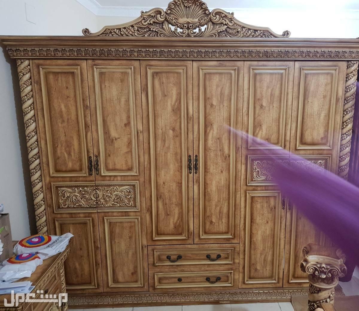 غرفة نوم كاملة 8 قطع للبيع.