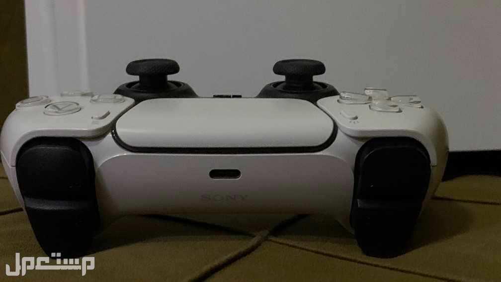 بلاستيشن 5 للبيع بسعر3200ريال مع شريط Call of Duty 17