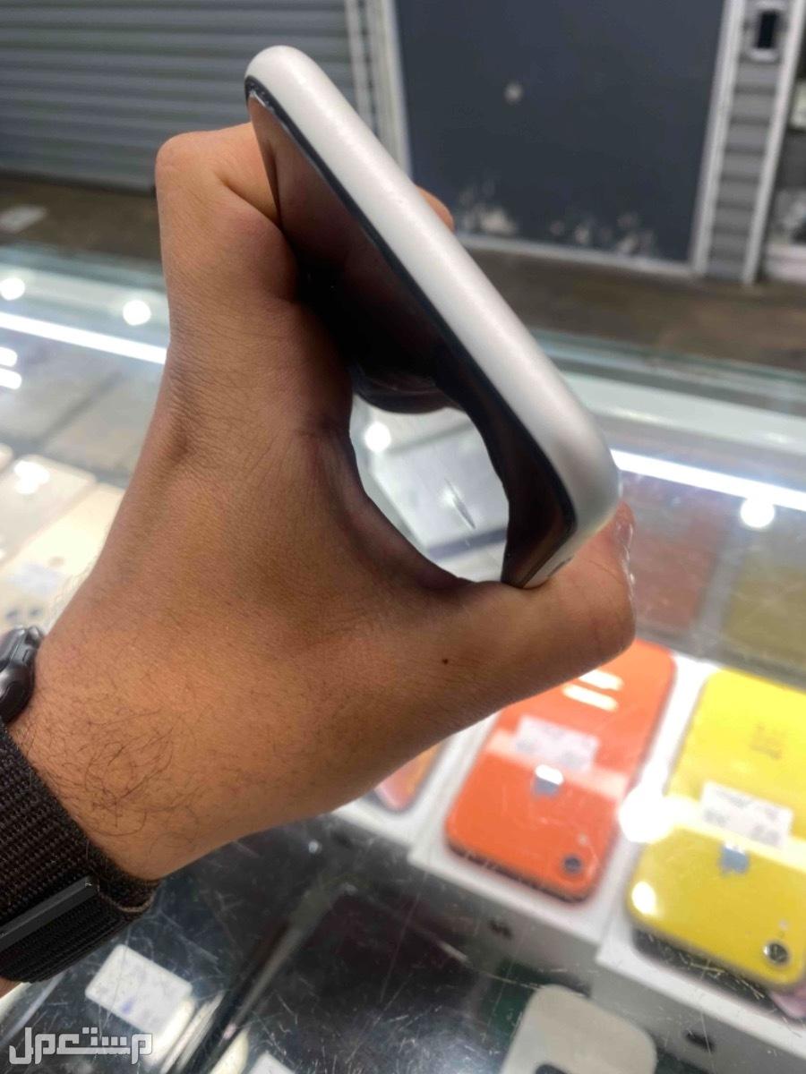 للبيع ايفون اكس ار 256 مستخدم ابيض نظيف