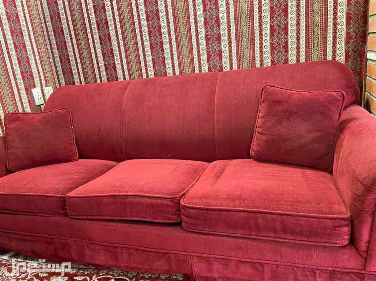 كنب احمر يتحول الى سرير  مقاس كوين نظيف جدا