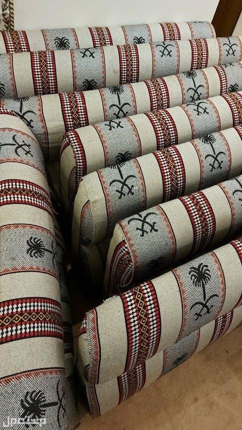 قعدة عربي من اسفنج وقماش ممتاز بالوان متناسقة من قطع متعددة 8 قطع
