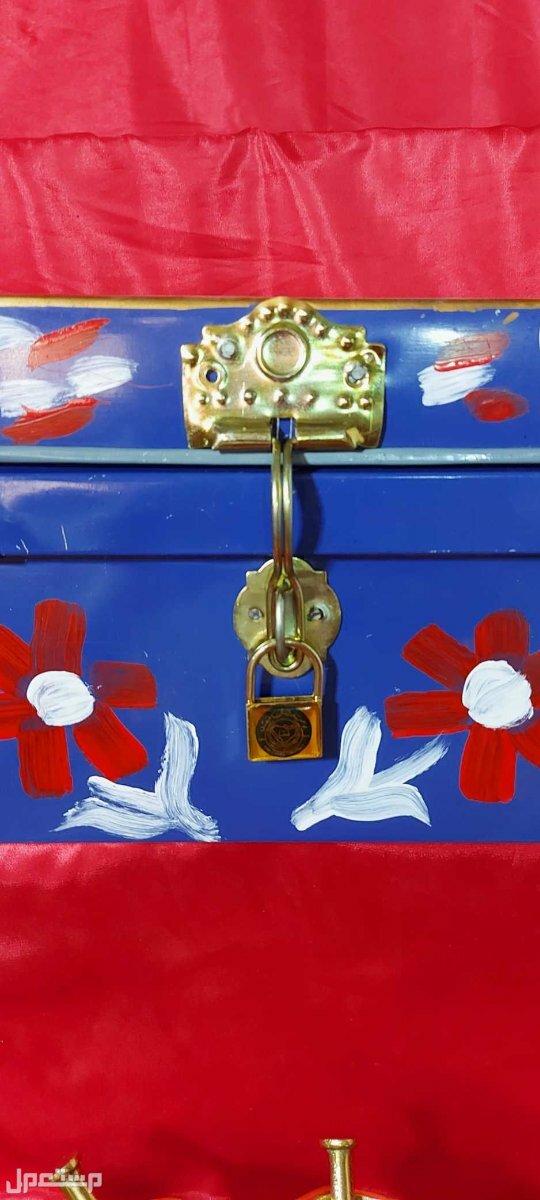 صندوق تنك شغل تراثي جميل الوان بدائية زاهية