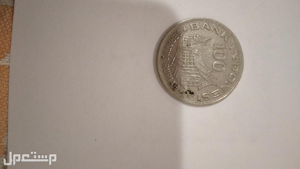 يوجد بعض العملات العربية والاجنبية