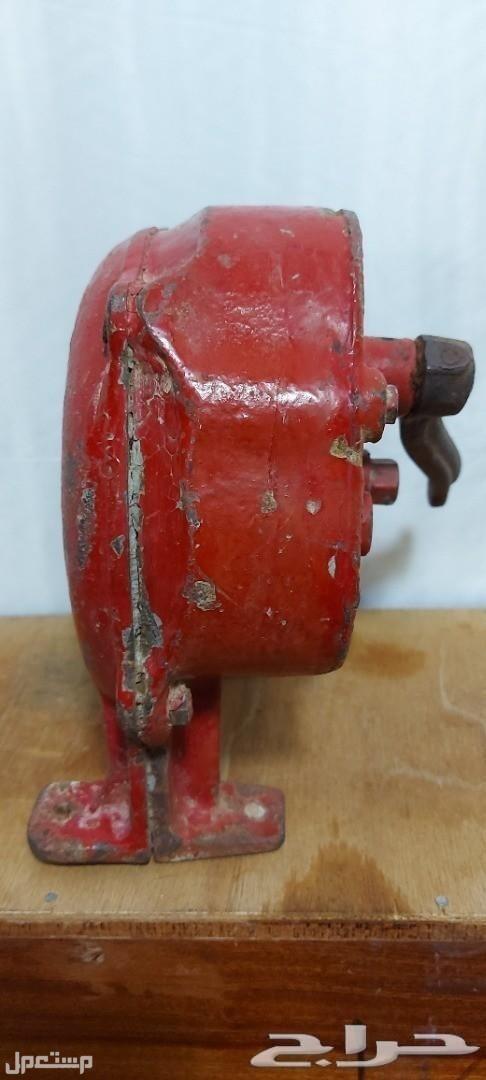 تراث منفاخ يدوي حديد قديم وثقيل مع قاعدته سعر شبه هدية فقط120ريال