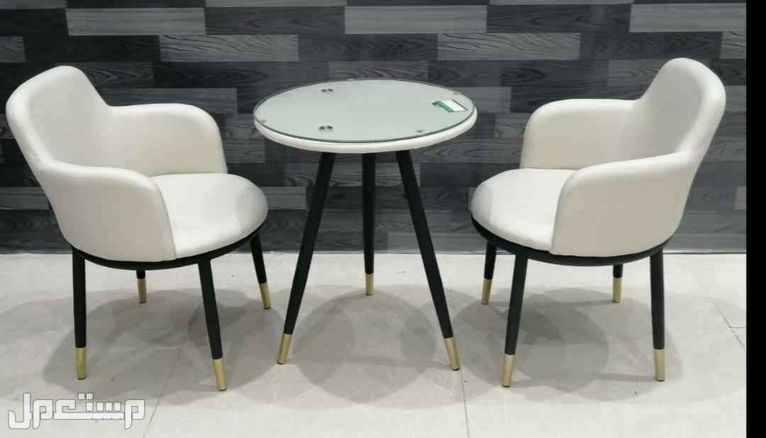 طاولة مع 2 كرسي خامة ممتازه مريح للجلوس جديده بالكرتون