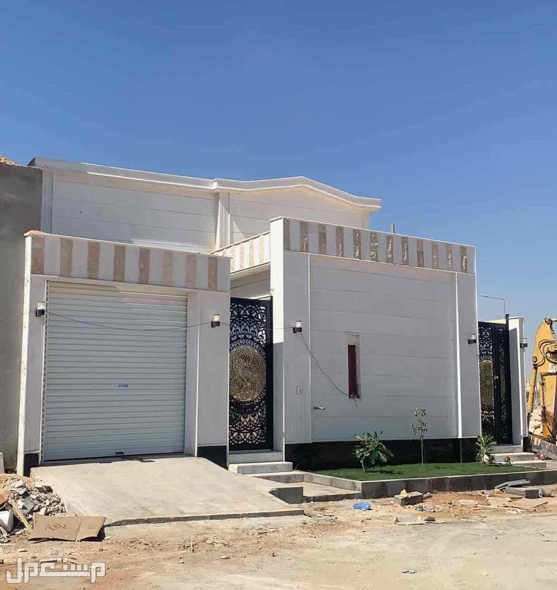 للبيع دور مؤسس لثلاث شقق مساحة336 بحي الشفا