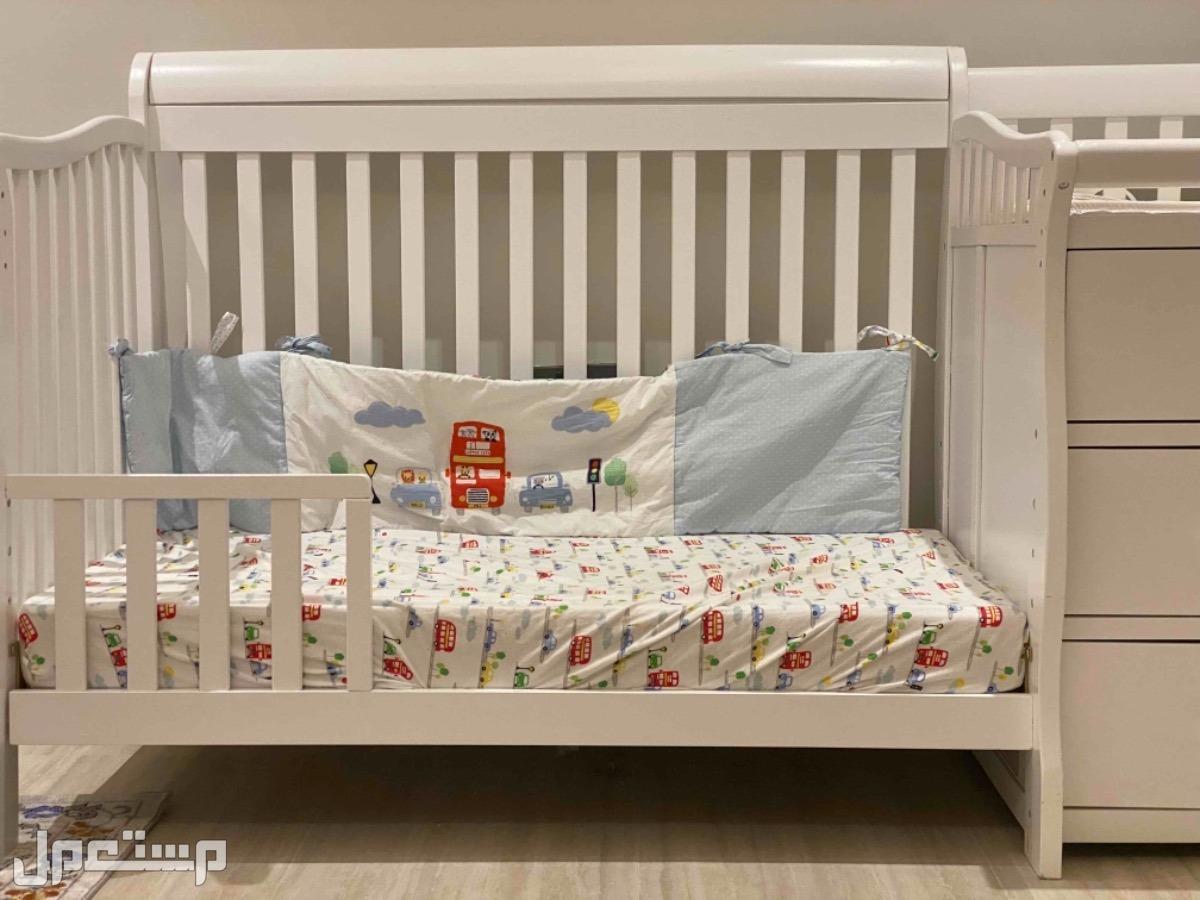 سرير اطفال نظيف للبيع