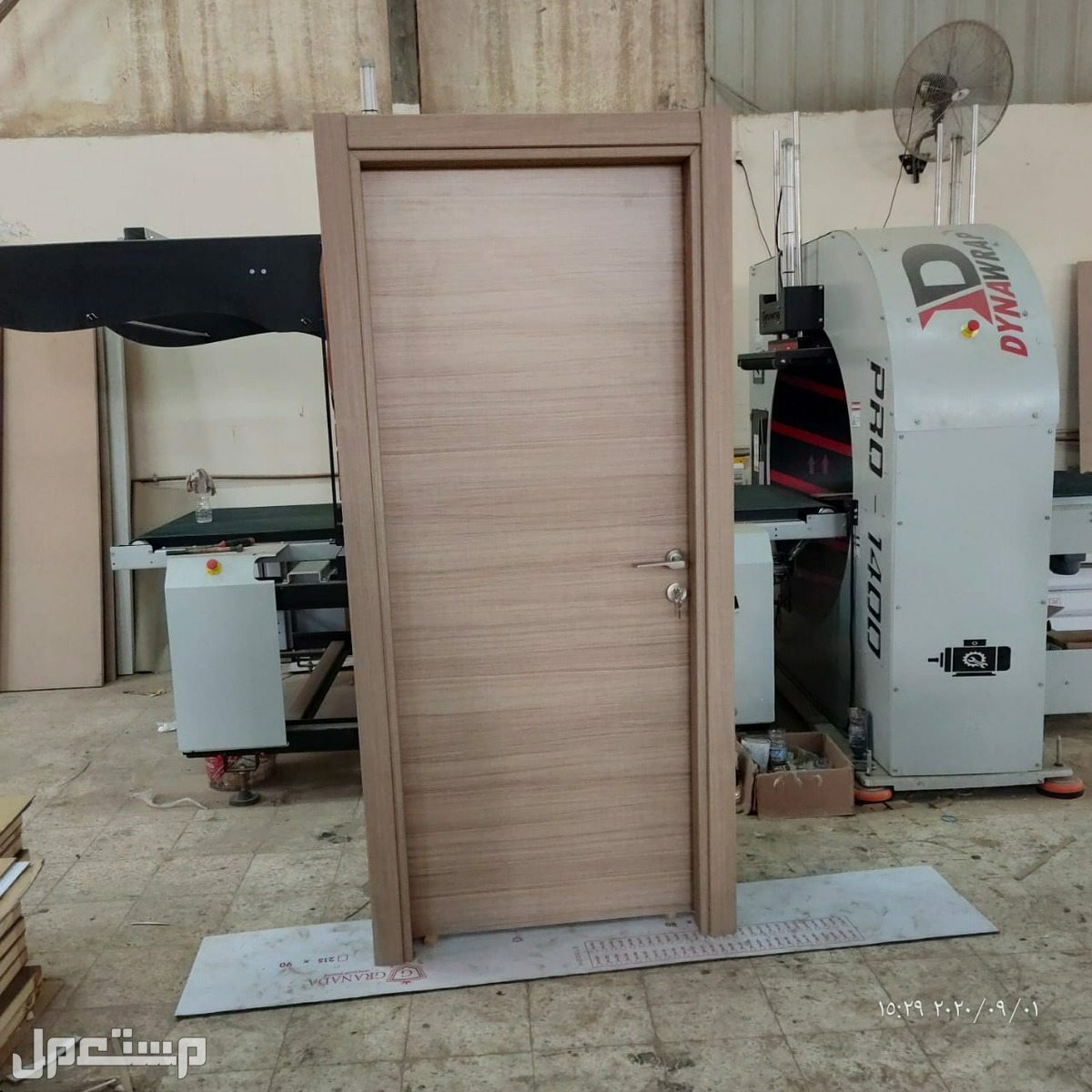 تفصيل وتوريد أبواب خشب وحديد مصفحة