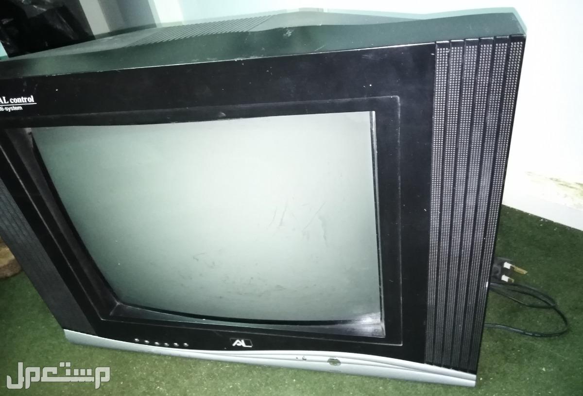 تلفزيون نظيف وشغال ع الشرط